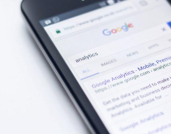 Czy Google i Facebook wspierają polskie biznesy internetowe?